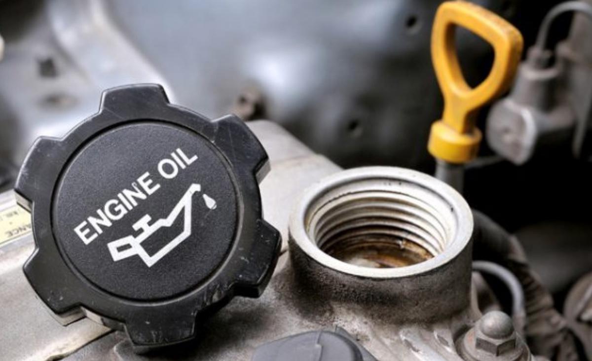 Oil change in Murfreesboro, TN with Murfreesboro Auto Repair, for engines, engine repair, tires, brake service, mufflers & exhaust, call today!